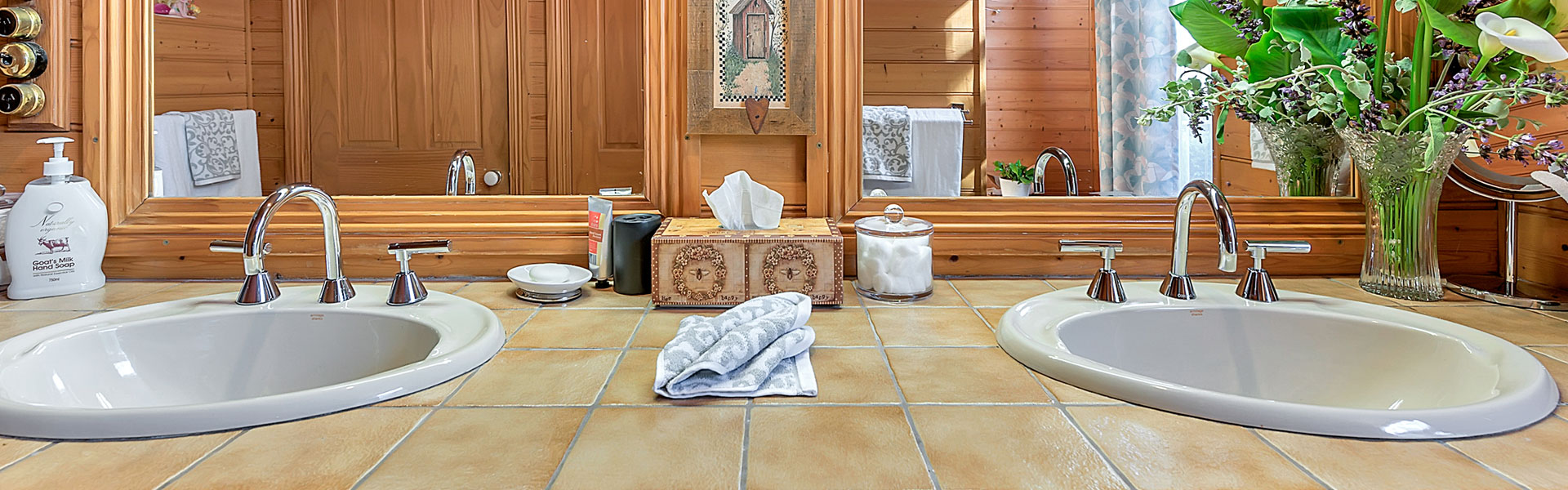 Stony-Rise-Cottage-main-house-guest-bathroom